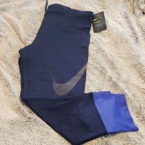 Nike Essential Tight Fit Running Leggings